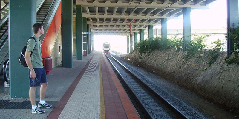 warwick-train-station 800x400